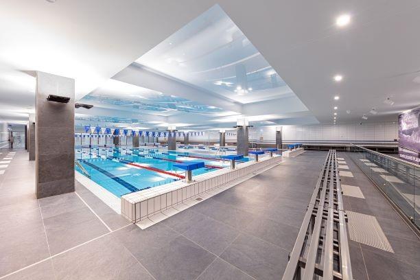 Naujas baseinas Vilniuje pasisiūlė nemokamai mokyti plaukti testuojamų ugdymo įstaigų pradinukus