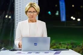 Gal pasirašyt nacionalinę užuojautą Eglei Bučelytei ir jos kolegoms, kurie priversti skaityti iš lapelio psichopatų kliedesius?