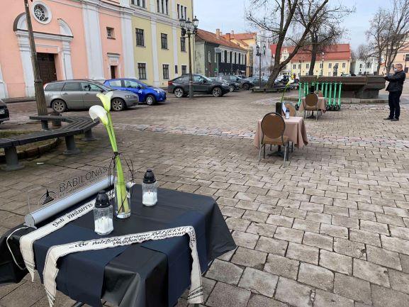 Jau metus Vyriausybės paramos nesulaukiantys Lietuvos viešbučiai ir restoranai surengė Paskutinę verslo vakarienę