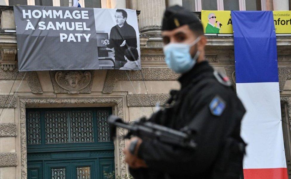 Apie Prancūziją, nuleidžiančią rankas prieš islamistų terorą